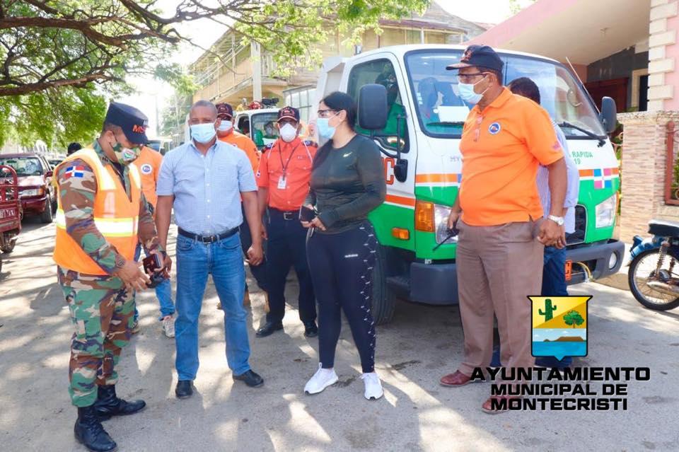 Jesús Jerez recibe camiones obras públicas para fumigar gestionado por el senador Heinz Vieluf