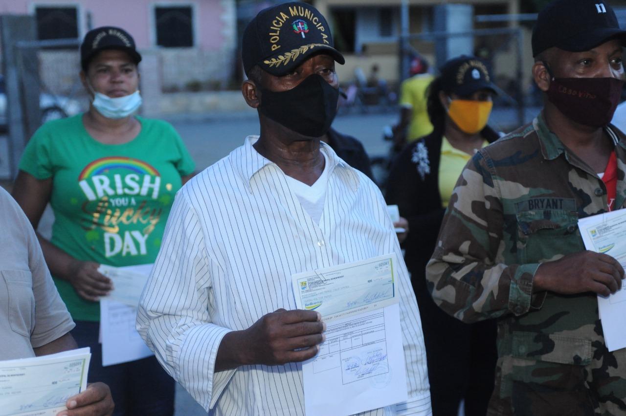 Alcalde Jesús Jerez realiza pago a Policía Municipal, siendo el primero que lo hace desde su creación en el 2013