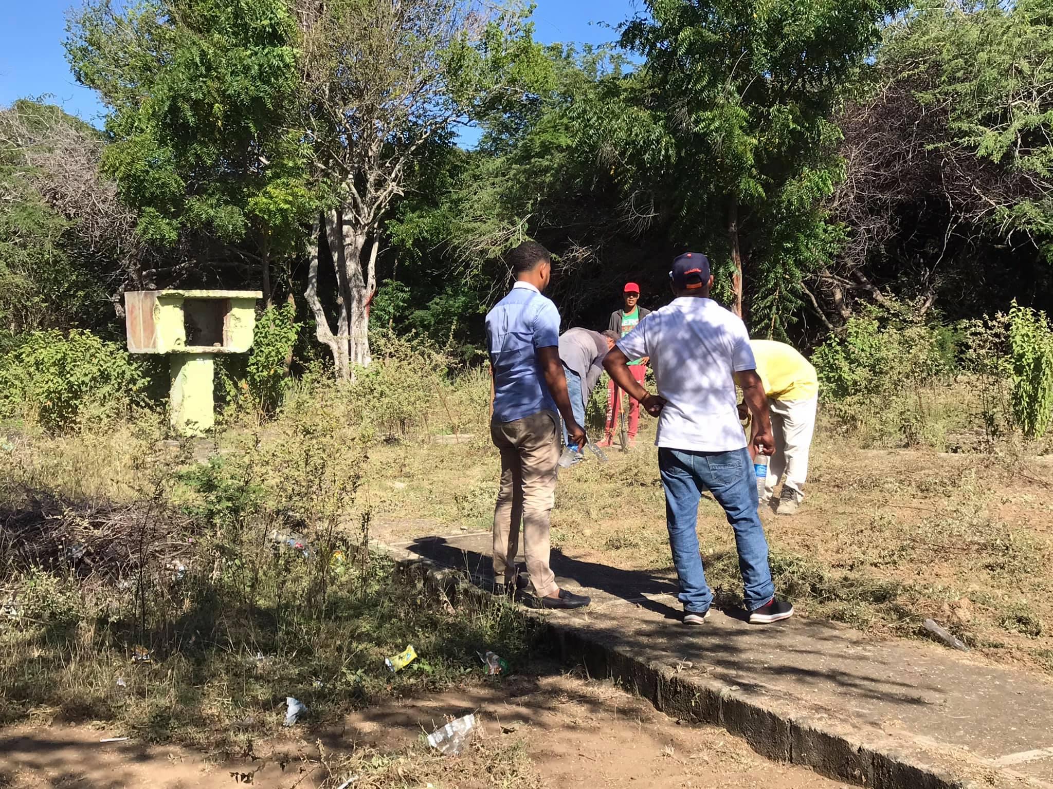 Alcalde Jesús Jerez supervisa los trabajos de acondicionamiento del Parque Del Rincón.